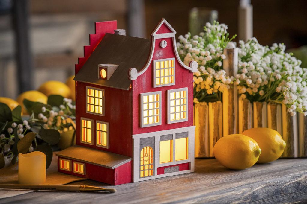Домик-светильник в голландском стиле